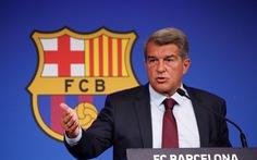 Chủ tịch Barca: 'Ký hợp đồng với Messi là mạo hiểm với đội bóng'
