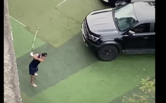 Trưởng ban quản trị chung cư 'múa' golf ở sân chung cư ngày giãn cách bị phạt 2 triệu