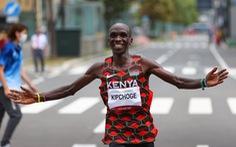 Eliud Kipchoge bảo vệ thành công HCV Olympic chạy marathon