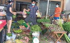 Người dân TP.HCM cải tạo sân vườn, quán ăn thành điểm bán hàng dã chiến, siêu thị mini
