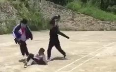 Liên tiếp xuất hiện clip học sinh đánh bạn túi bụi