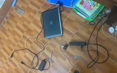 Lấy kéo chọc vào ổ điện khi đang học trực tuyến, bé trai 9 tuổi tử vong