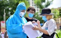 TP.HCM: Tất cả người nước ngoài được tiêm vắc xin ngừa COVID-19