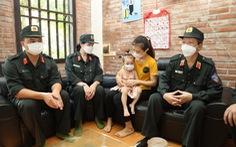 Tặng quà, động viên gia đình 160 cảnh sát cơ động mắc COVID-19