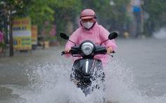 Miền Trung mưa lớn 10 ngày liền, TP.HCM triều cường mạnh lúc rạng sáng và chiều tối
