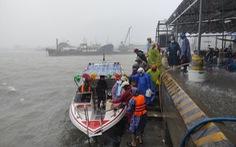 Chống bão số 5: Huế hạn chế dân ra đường, Nghệ An sơ tán dân đến nơi an toàn