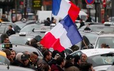 Uber bị taxi truyền thống kiện, phải bồi thường ở Pháp