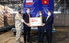 8 tấn trang thiết bị y tế do Ba Lan tài trợ về đến TP.HCM