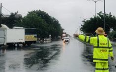 Đội mưa ngăn dịch từ cửa ngõ Đà Nẵng