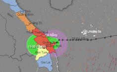 Áp thấp nhiệt đới gây mưa lớn, cứu 17 thuyền viên gặp sự cố trên biển