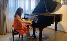 Biểu diễn piano trực tuyến gây quỹ giúp người nghèo