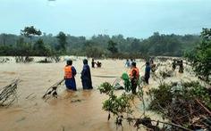 Còn 12 người đi rừng chưa liên lạc được sau bão ở Huế