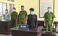 Xách dao, búa chém lực lượng ở chốt, nhận án 4,5 năm tù