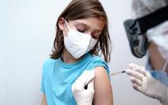 Anh khuyến nghị tiêm 1 mũi vắc xin COVID-19 cho học sinh