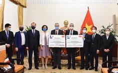 Bộ Ngoại giao tiếp nhận tượng trưng 1,5 triệu liều vắc xin từ Pháp, Ý