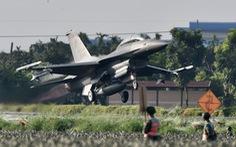 Máy bay chiến đấu Đài Loan thử sức trên đường cao tốc