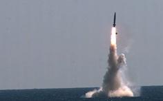 Hai miền Triều Tiên cùng phóng tên lửa