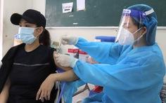 HỎI - ĐÁP về dịch COVID-19: Tiêm mũi 2 vắc xin AstraZeneca sau 6 tuần, có sao không?