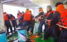 Vượt sóng dữ cứu ngư dân
