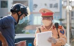 Hà Nội xem xét không kiểm soát giấy đi đường ở 19 quận huyện 'bình thường mới'