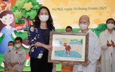 Phó chủ tịch nước được tặng tranh vẽ chủ quán cơm chay Cường Béo mất vì COVID-19