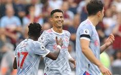 Ronaldo lập công, De Gea cản phạt đền giúp Man Utd ngược dòng kịch tính