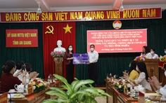 Phó chủ tịch nước tặng 5.000 kit xét nghiệm và 5 nhà tình nghĩa cho An Giang
