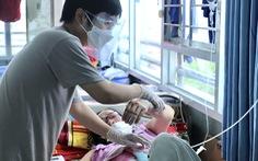 Cuộc chiến của các F0 - Kỳ 3: F0 nén đau thương, ở lại bệnh viện chăm mẹ, giúp người
