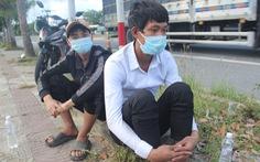 Hỗ trợ 2 người Khơ Mú đi bộ 7 ngày từ bãi vàng Quảng Nam xuống Đà Nẵng