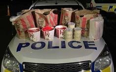 Phá lệnh phong tỏa đi mua gà KFC ở New Zealand