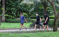 Công viên mở cửa, người dân phấn khởi đi tập thể thao