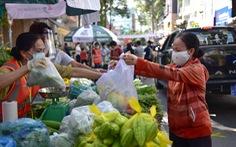 Quận 5 mở chợ lưu động cho người dân 'vùng xanh' đi mua hàng