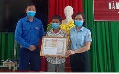 Khen thưởng học sinh lớp 7 dũng cảm cứu em nhỏ đuối nước