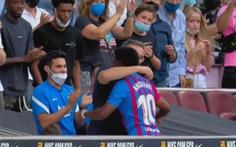 Tái xuất sau 10 tháng, 'thần đồng' Ansu Fati ghi bàn giúp Barca thắng đậm