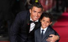 Ronaldo xây tương lai cho con tại Old Trafford