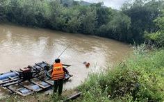 3 cha con bị nước lũ cuốn trôi khi đi qua cầu tràn