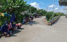 200 người dân Trà Vinh mắc kẹt tại chốt kiểm soát dịch COVID-19 được đưa đi cách ly tập trung