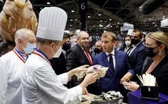 Tổng thống Macron bình tĩnh sau khi bị ném trứng