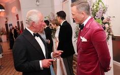 Vợ chồng hoàng tử William và Hoàng gia Anh lên thảm đỏ lễ ra mắt No Time To Die