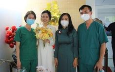 Cô dâu chống dịch ở Sài Gòn, chú rể ở Hà Nội và đám cưới online tại bệnh viện dã chiến