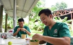 'Xe phở yêu thương' phục vụ bữa trưa sớm cho tuyến đầu chống dịch