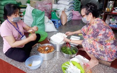 'Bữa cơm yêu thương' ở Cần Thơ cho các chốt chống dịch