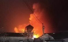 Hà Nội: Cháy xưởng cồn trong đêm, nhiều tiếng nổ lớn