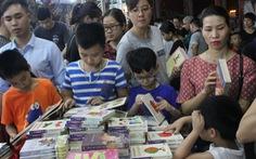 Chọn sách cho con: tránh sách độc hại, không tránh sách khó