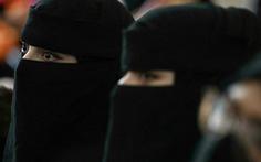 Taliban yêu cầu nữ sinh viên đại học mặc áo choàng và quấn khăn che mặt