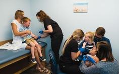 Hé lộ quy trình phức tạp nghiên cứu vắc xin COVID-19 cho trẻ em