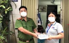 TP.HCM: Công an, quân đội, thầy cô giáo làm shipper sách giáo khoa