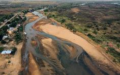 Sông dài thứ hai Nam Mỹ cạn trơ đáy khiến giới chuyên gia lo lắng