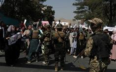 Taliban xả súng chỉ thiên giải tán người biểu tình