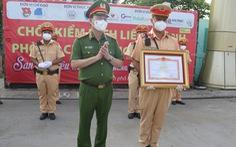Thủ tướng và Bộ Công an tặng bằng khen các chiến sĩ Công an TP.HCM phòng chống dịch